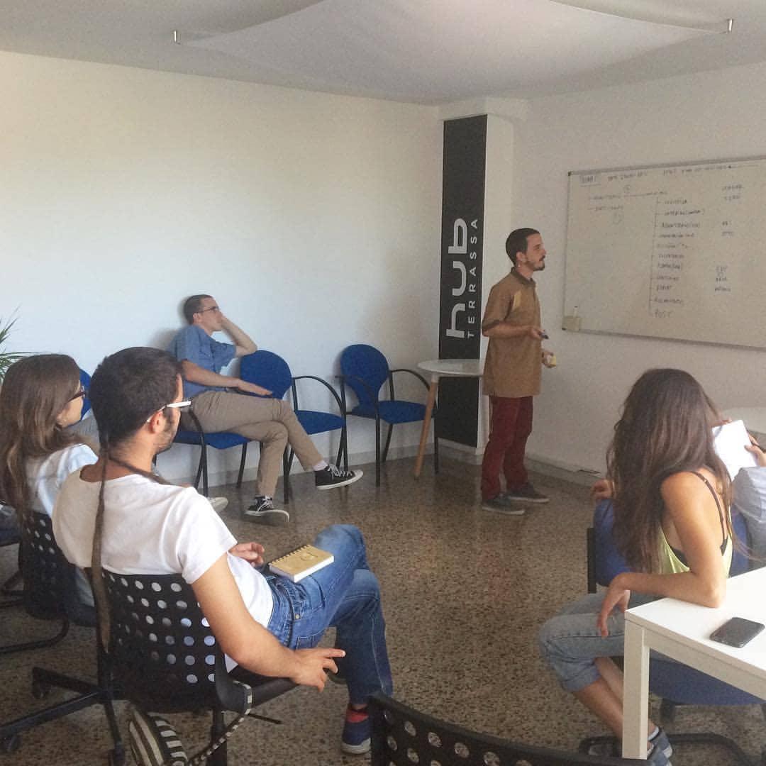 Els nois del Corralito en una de les seves sessions de treball al HUB